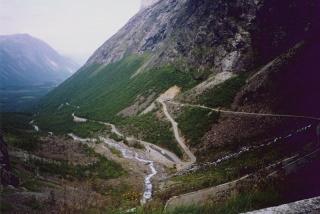 uske i neugodne ceste uz velike strmine